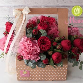 Короб с цветами из крафта