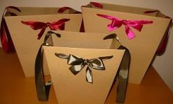 Конусные пакеты из крафта с атласными лентами
